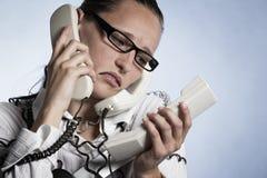 Betonter Telefonbediener. Lizenzfreies Stockfoto