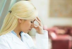 Betonter weiblicher Doktor Stockbild