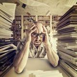Betontes Studentenporträt lizenzfreie stockfotografie