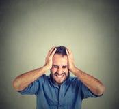 Betontes umgekipptes frustriertes des Mannes Negative menschliche Gefühle Stockbild