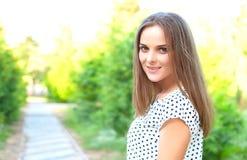 Betoverend meisje, aard Royalty-vrije Stock Fotografie