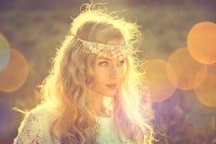Betoverende Bruid op Aardachtergrond Royalty-vrije Stock Foto