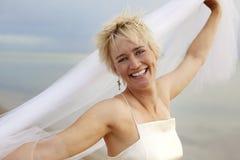 Betoverende bruid op het strand royalty-vrije stock foto