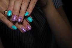 betoverende mooie manicure Stock Afbeeldingen