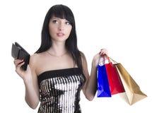 Betoverende vrouw met het winkelen zakken en portefeuille Stock Foto's