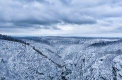 Beträchtlicher Harz-Gebirgszug im Winter stockbild