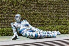 Beträffande Cinta, skulptur på utläggningen i Cannes Arkivfoton