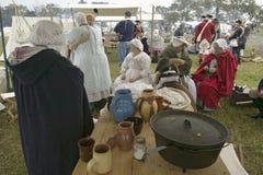 Beträffande-lag av det revolutionära kriglägret visar lägerliv av den kontinentala armén som delen av den 225. årsdagen av si Royaltyfri Foto