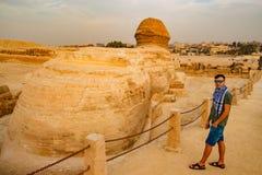 Betrachten der Sphinxes in Giseh Kairo-Stadt und Fluss Nil Lizenzfreies Stockfoto