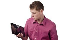 Betrachten der Tablette. Lizenzfreie Stockfotos