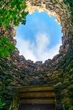 Betrachten des Himmels durch Loch im Turm Sighnaghi-Stadtmauer Georgia Lizenzfreies Stockbild
