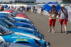 Betrachten einer Sammlung von alpinem Renault Lizenzfreies Stockbild