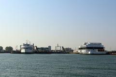 Betrachten Sie den Hafen von Puttgarden u. von x28; Fehmarn& x29; Lizenzfreies Stockfoto