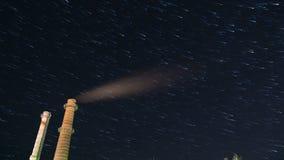 Betrachten Sie den sternenklaren Himmel des Sommers stock video footage