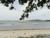 Betrachten Sie den Strand wenn eine Ebbe Stockfotografie