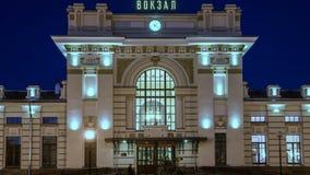 Betrachten Sie Nachtbahnstation stock video