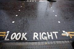 Betrachten Sie rechtes WARNING Fußgängerübergang Lizenzfreies Stockfoto