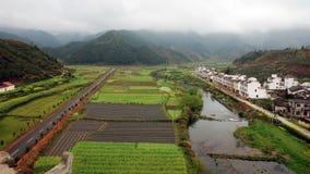 Betrachten Sie unten den Ansichten des Dorfs Lizenzfreie Stockfotografie