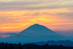 Betrachten Sie Vulkan Gunung Agung Summit bei Sonnenaufgang, Jatiluwih Stockfotografie