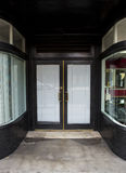 Glastüreingang der geschlossenen Kleinweinlese Lizenzfreie Stockbilder
