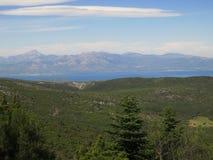 Betrachten von Evia-Insel und von dirfys Gebirgszug von einer großen Höhe, Berg Parnitha, Griechenland Lizenzfreie Stockfotos