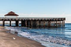 Betrachtung Pier und Gazebo an Buckroe-Strand stockbild