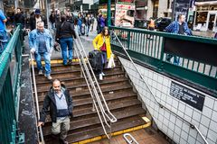Betreten der U-Bahn Lizenzfreies Stockbild