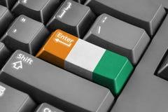 Betreten Sie Knopf mit die Elfenbeinküste-Flagge Stockfotografie