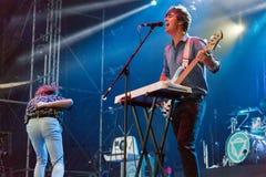 Betreten Sie Shikari durchführt Live am Atlas-Wochenenden-Festival Kiew, Ukraine lizenzfreies stockfoto