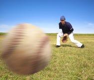 Betriebsbereites Abfangen des Baseball-Spielers Stockfotos