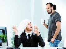 Betroffener narzisstischer junger Geschäftsmann lizenzfreie stockbilder