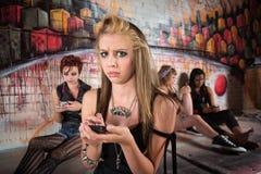 Betrokken Vrouw op Telefoon Stock Foto