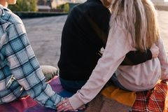 Betrug zum Partner Freundschaftsverrat stockfotografie