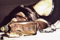 Betrunkene Frau stockbild