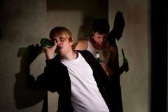 Betrunkene junge Männer Lizenzfreie Stockfotografie