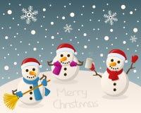 Betrunkene Schneemänner auf dem Schnee Lizenzfreie Stockfotos