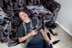 Betrunkener Mann zu Hause stockbilder