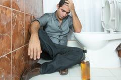 Betrunkener und deprimierter Mann Stockfotos
