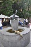 Betsy Ross Cats Statues no pátio da casa de Philadelphfia em Pensilvânia EUA Foto de Stock