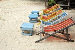 Bett auf dem Strand Stockbilder