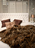 Bett in der klassischen Art Lizenzfreies Stockbild