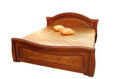 Bett getrennt auf Weiß Lizenzfreie Stockfotos