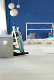Bett im Kinderraum Lizenzfreies Stockfoto