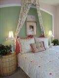 Bett-Raum für junges Mädchen stockfoto