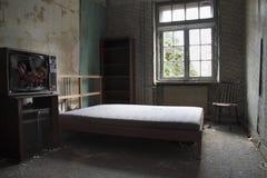 Bett und Marionette Stockfotografie
