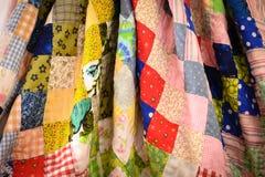 Bettdecke der manuellen Arbeit hergestellt von den verschiedenen Lappen Lizenzfreie Stockfotografie