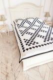Bettdecke der manuellen Arbeit hergestellt von den verschiedenen Lappen Teil der Patchworksteppdecke als Hintergrund handmade Bun Lizenzfreies Stockfoto
