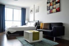 Betten Sie Raum Lizenzfreie Stockbilder