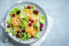 Betterave et salade d'oranges avec du feta Images libres de droits