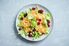 Betterave et salade d'oranges avec du feta Photos libres de droits